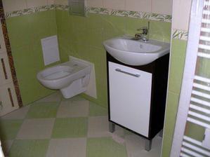 umyvadlo a WC v malé koupelně