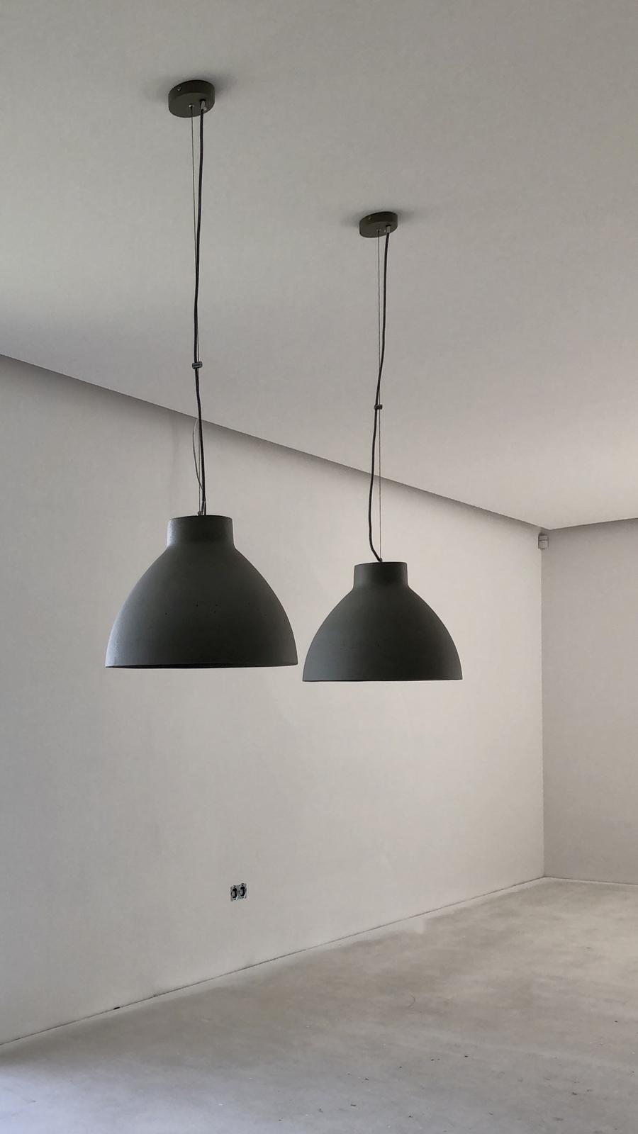 ...na Slnečnej... - ...nad jedálenským stolom - betónové lampy...