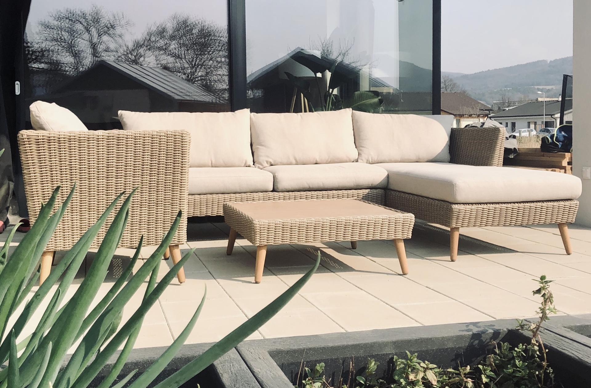...na Slnečnej... - ...sedenie na terase
