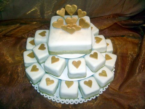 Na čo nezabudnúť... :o) - tortička ku kávičke doma v klude po obrade so svedkami :o)))