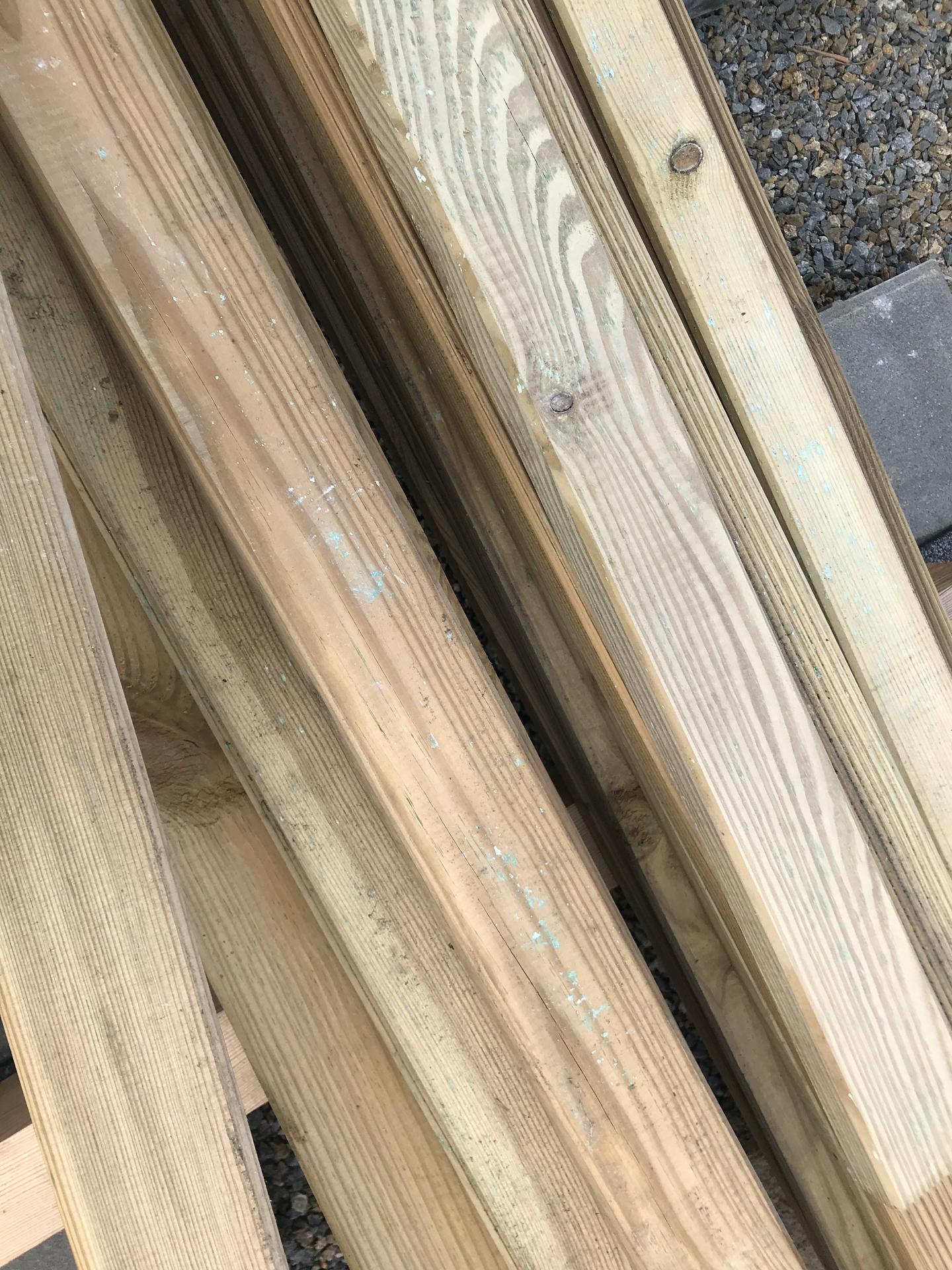 Prosím o radu, je dřevo na fotkách napadené plísní? Jde mi o případné ošetření, děkuji - Obrázek č. 3