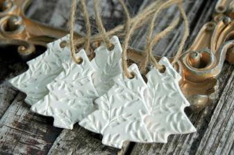 Ozdoby z DIY samotvrdnoucí hmoty také zbyly od loňských Vánoc :)