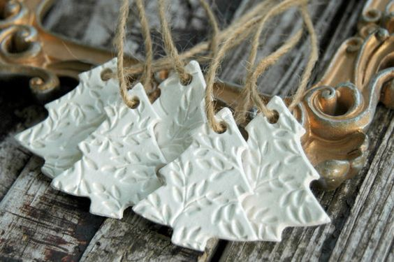 Dreaming of a white Christmas - Ozdoby z DIY samotvrdnoucí hmoty také zbyly od loňských Vánoc :)