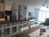 kuchynská linka, stôl a zostava v obývacej izbe z našej dielne