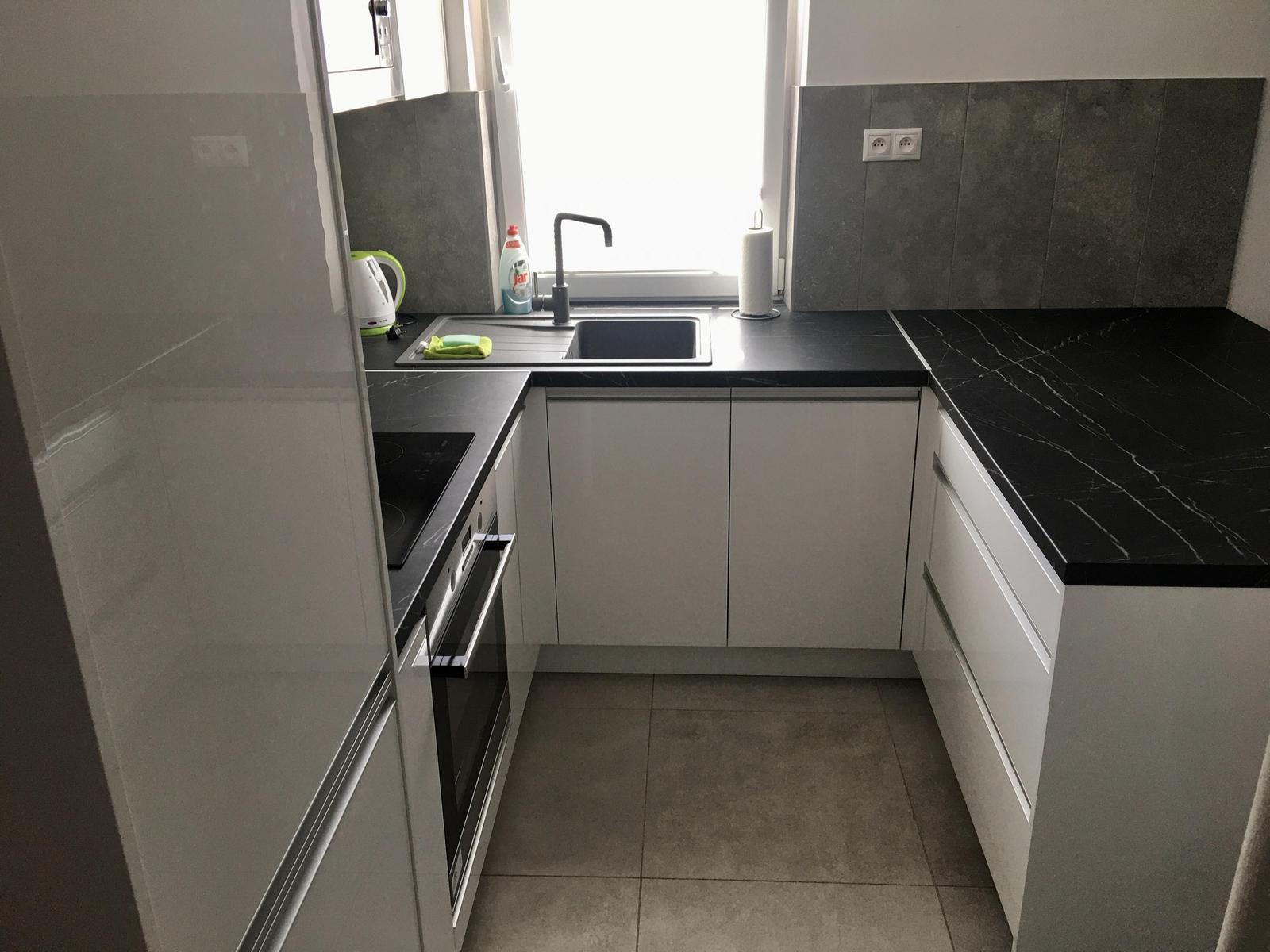 Biela lesklá kuchyňa - Obrázok č. 2