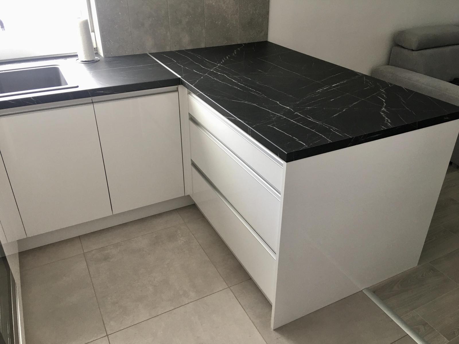 Biela lesklá kuchyňa - Obrázok č. 3