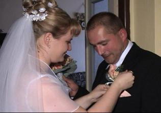 pripínanie pierka ženíchovi