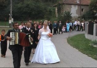 príchod svadobčanov