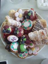 Tak tohle cukroví je absolutní pecka! :-) opravdu výborné lepší jsme nejedli, zvlášt levandulové sušenky a ovocné košíčky:-)