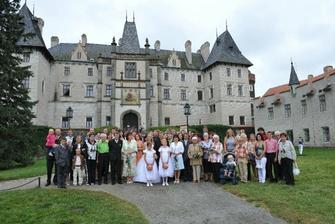 snad všichni svatebčani