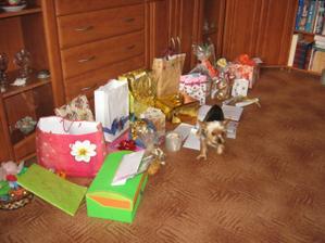 svatební dárečky ještě zabalené