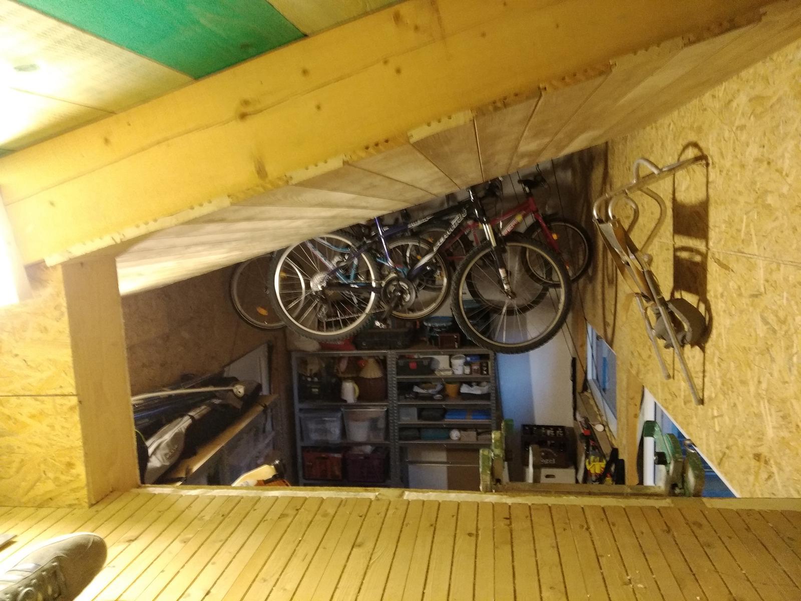 Dodělávky - úložné prostory, hlavně že kola nezavazejí