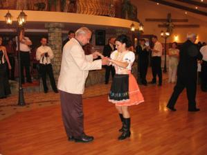 redový tanec s ujom