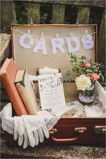 Na přání a dary. Staré papírové kufry na půdě se teď budou hodit. ♥