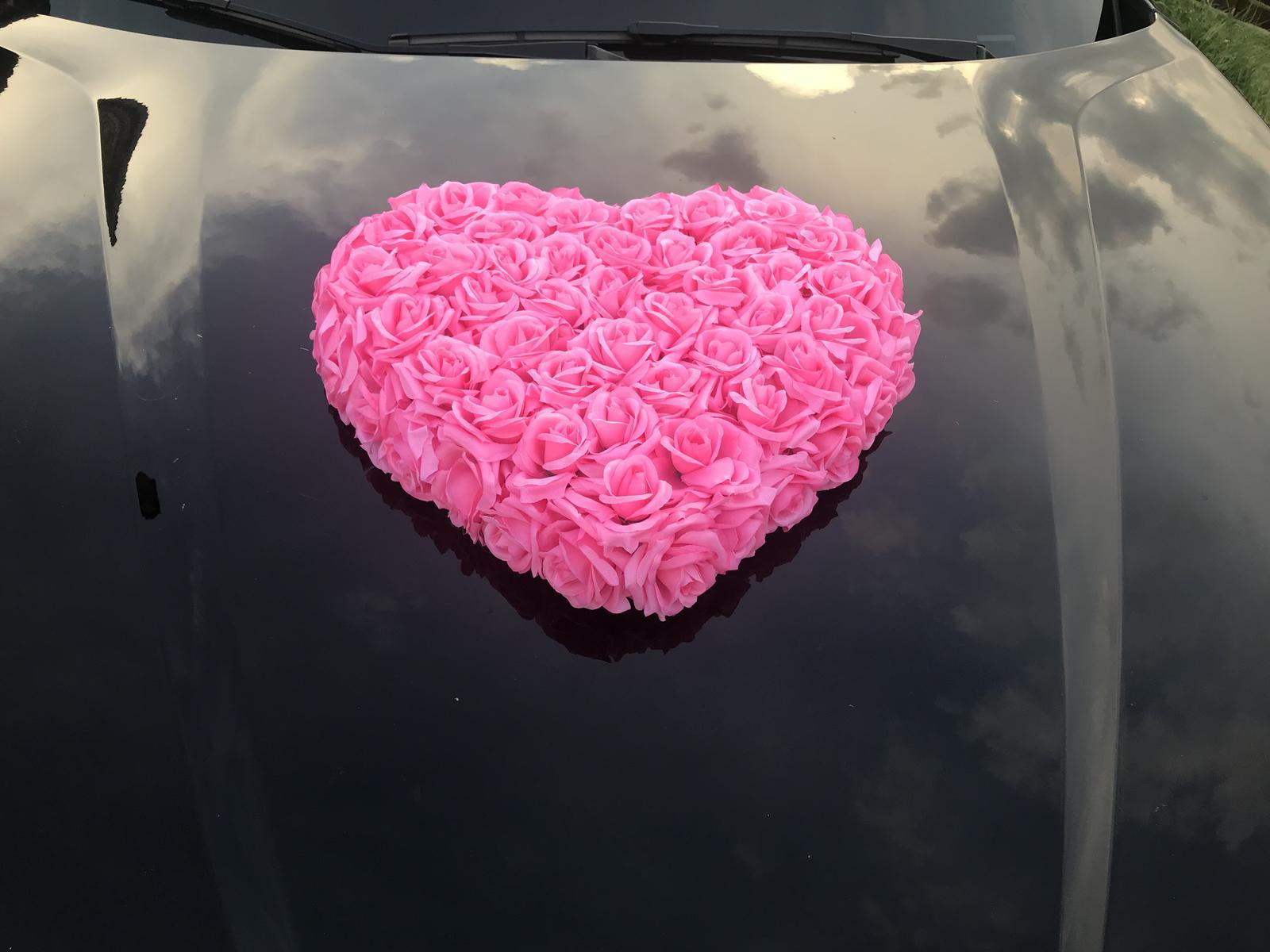Dekorácia na auto srdce na prenájom - Obrázok č. 1