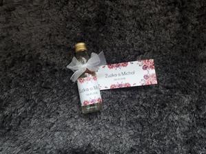 Darček pre svadobných hostí, muži dostanú fľaštičku a ženy džem, len ten ešte nemám doma :)