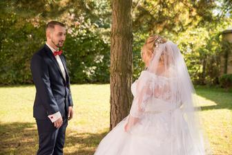 #mojanaj moment keď ma manžel prvý krát videl vo svadobnom, tie emócie sa len ťažko opisujú, na jeho výraz a slzy v očiach asi nikdy nezabudnem :) jeden z naj emotívnejších momentov :)