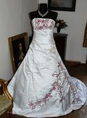 Svatební šaty bordó výšivka, 42