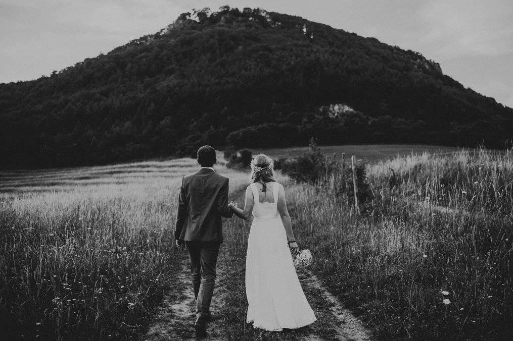 svadobné šaty  s ručne vyšívaným dekoltom 36/38 - Obrázok č. 3