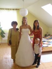 s babi a sestrou a synovcem ještě schovaná