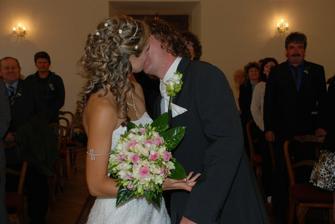 první políbení, trochu jsme na něj zapomněli :)