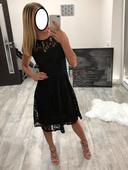 Krajkové šaty, 36