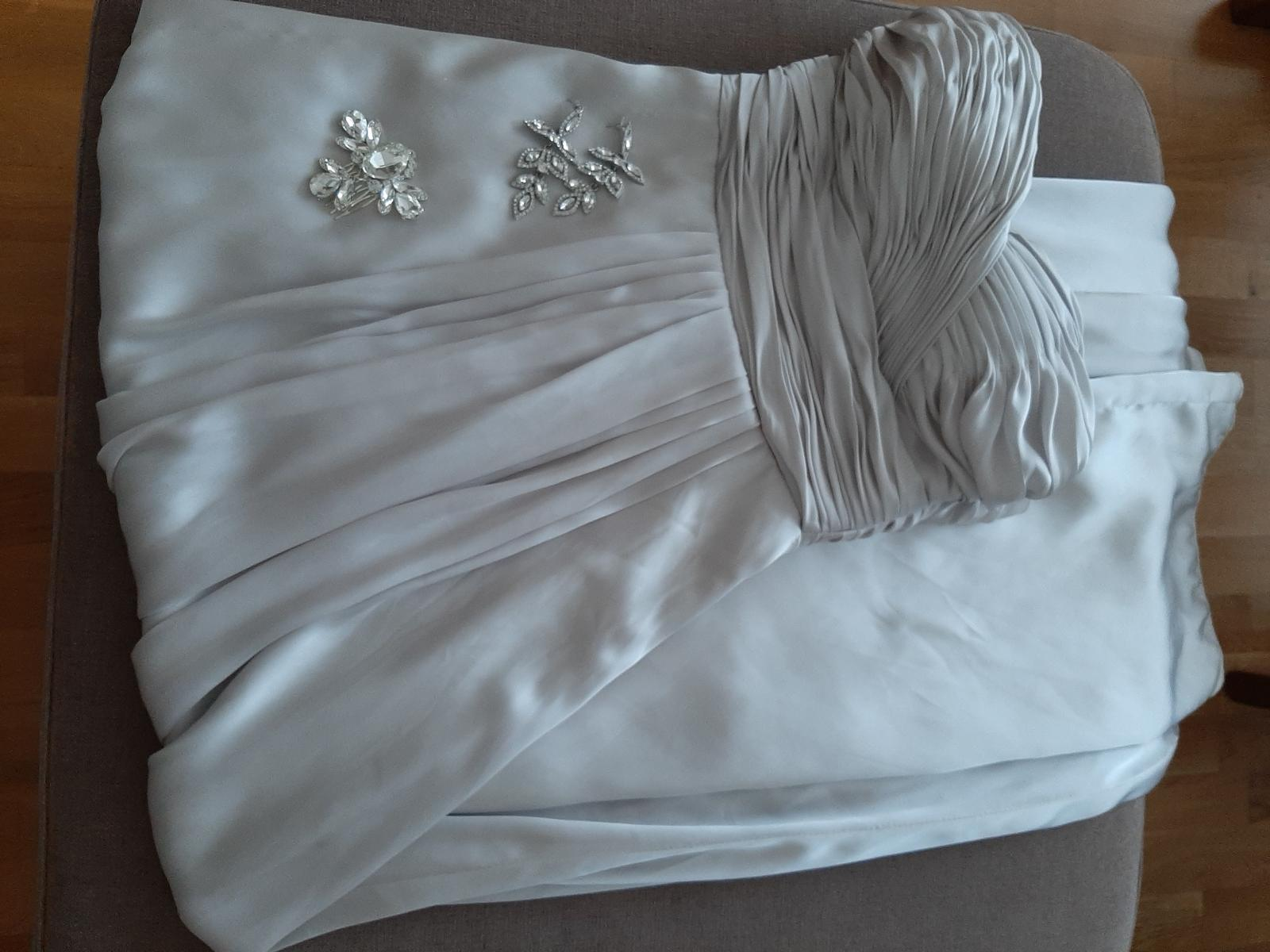 Hodvábne strieborné spoločenské šaty  - Obrázok č. 1
