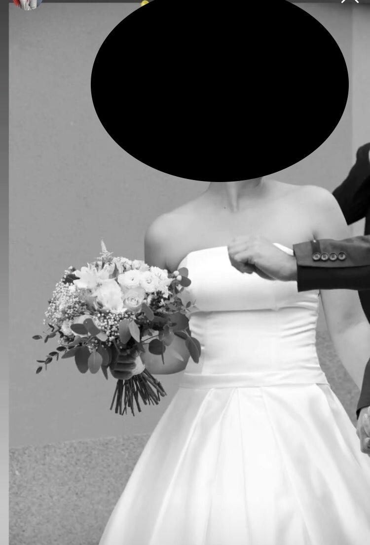 Saténové svatební šaty - Obrázek č. 1