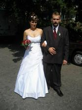 čekání na odjezd, musela jsem pomoct s trochou koordinace, nikdo nevěděl kde v průvodu jede ženich a nevěsta...