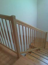 zábradlí, sice nemáme jěště dodělané schody-obklady ale koncem týdne už to asi bude