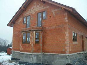okna v domečku