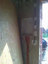zapuštěná rozvodná skřín - zádveří