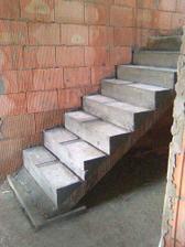 spodní část schodiště,podesta