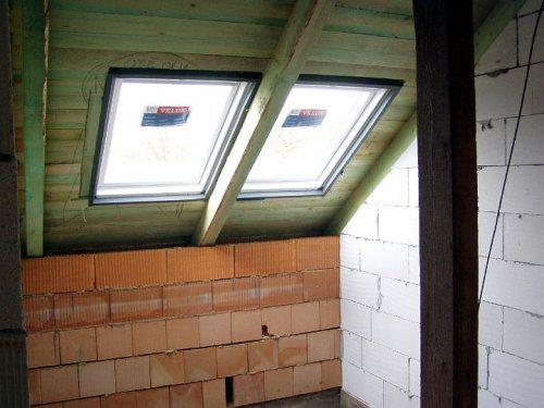 Naše bydlo - střešní okna nad schodištěm