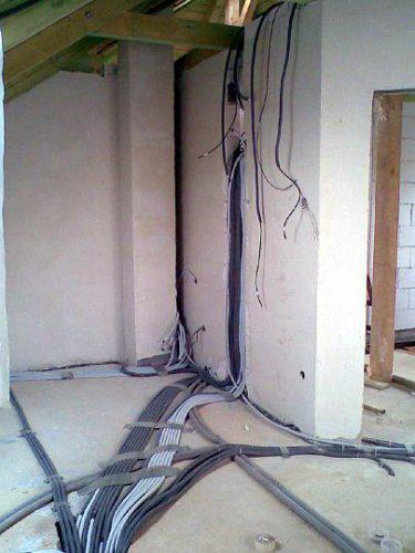 Naše bydlo - Naše elktrárna v ložnici(o patro níž je to ještě o 100% horší :-))