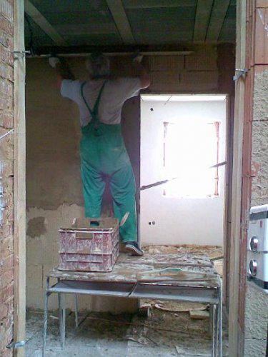 Naše bydlo - 15.5. - taťka začíná nahazovat poslední místnost(teda chodbu) a můžeme začít s podlahama:-)