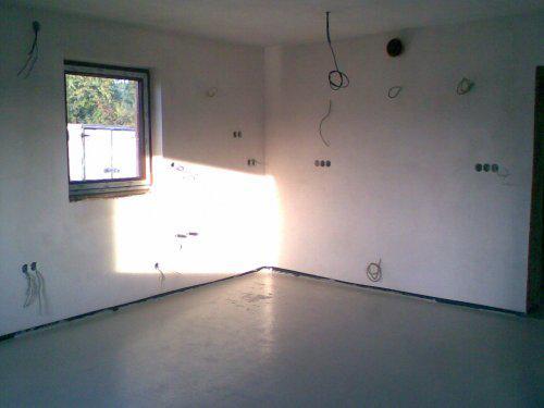 Naše bydlo - 11.9. jsme těsně před odjezdem za zaslouženou dovču nechali zalít podlahy anhydritem