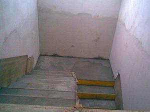 Nakonec jsem si betonové schody vybojovala :-)