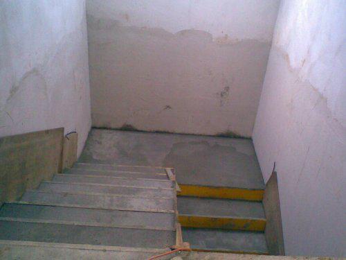 Naše bydlo - Nakonec jsem si betonové schody vybojovala :-)