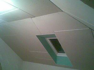 17.11. v pokojících už je sádrokarton