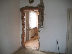 otvor na dvere do izieb z chodby