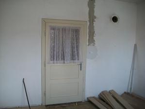 tieto dvere sú do spáľne,ktorá bola prechodná