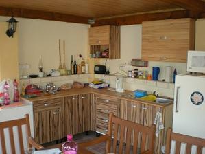 Altánok,keďže sa v dome pracuje tak toto je naša kuchyňa,obývačka,