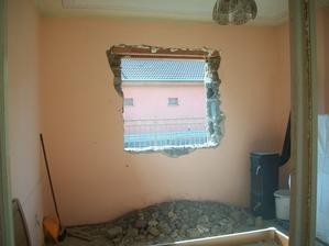 v spálni nebolo okno,len do chodby