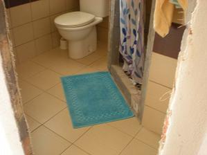 ešte treba doobkladať sprchový kút -len je to dosť babračka a nie je zatiaľ na to čas