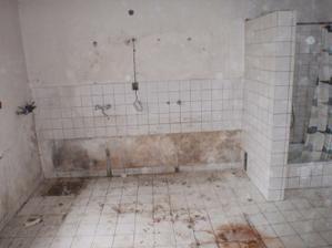 bývalá kuchyň - koupelna