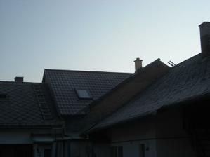 Listopad - a už máme i střešní okna a krytinu:-)