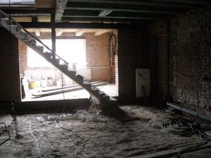Po Velikonocích budeme bourat schodiště...