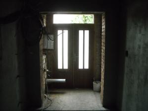 Nový otvor pro nové vchodové dveře:-)