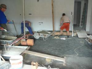 Betonujeme část podlahy v kuchyni, kde nebude podlahové topení